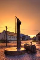 Brunnen bei Sonnenuntergang